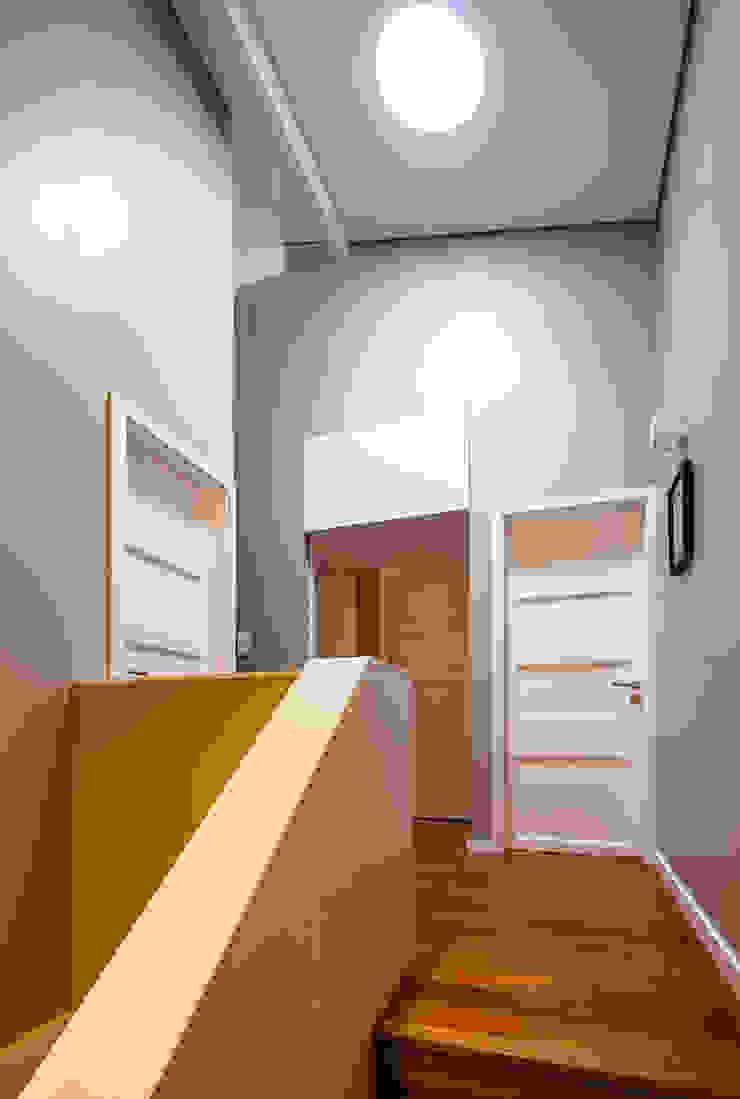 Hall de quartos piso 1 Corredores, halls e escadas modernos por Franca Arquitectura Moderno