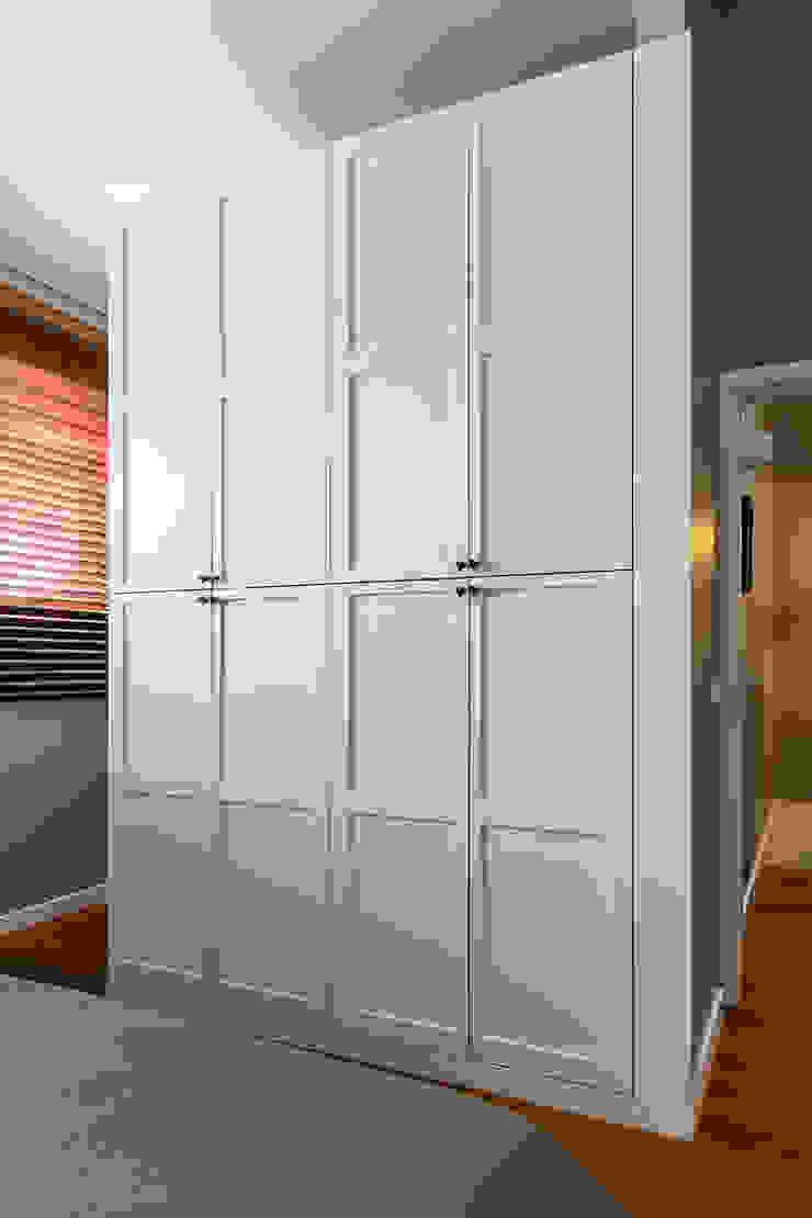 Quarto suíte Closets modernos por Franca Arquitectura Moderno