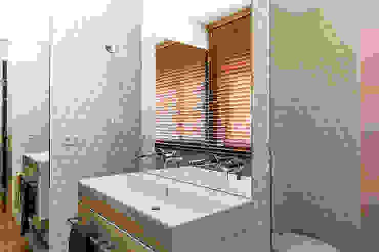 Quarto suíte - Casa de banho Casas de banho modernas por Franca Arquitectura Moderno
