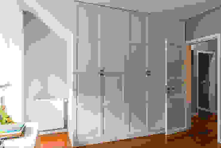 Quarto II Closets modernos por Franca Arquitectura Moderno