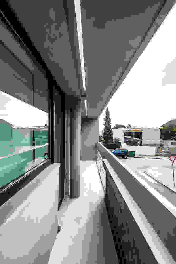 Varanda Casas modernas por Franca Arquitectura Moderno