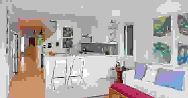 Cocinas de estilo moderno de Solares Architecture Moderno