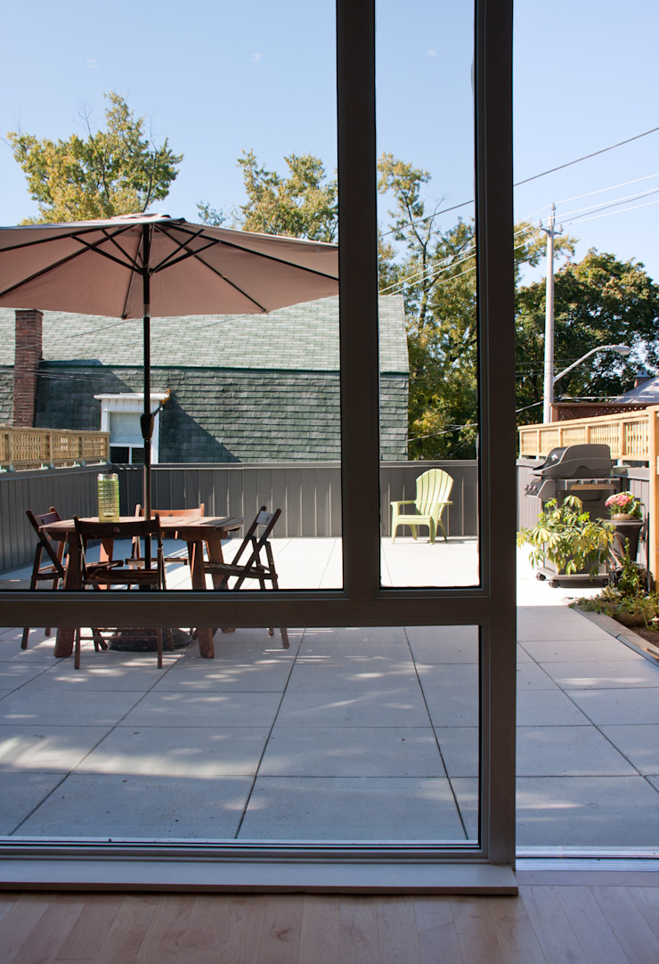 Roncesvalles Accessible House Modern terrace by Solares Architecture Modern