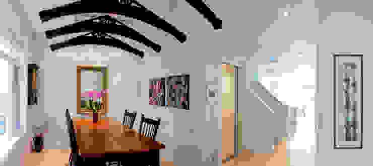 Comedores de estilo moderno de Solares Architecture Moderno