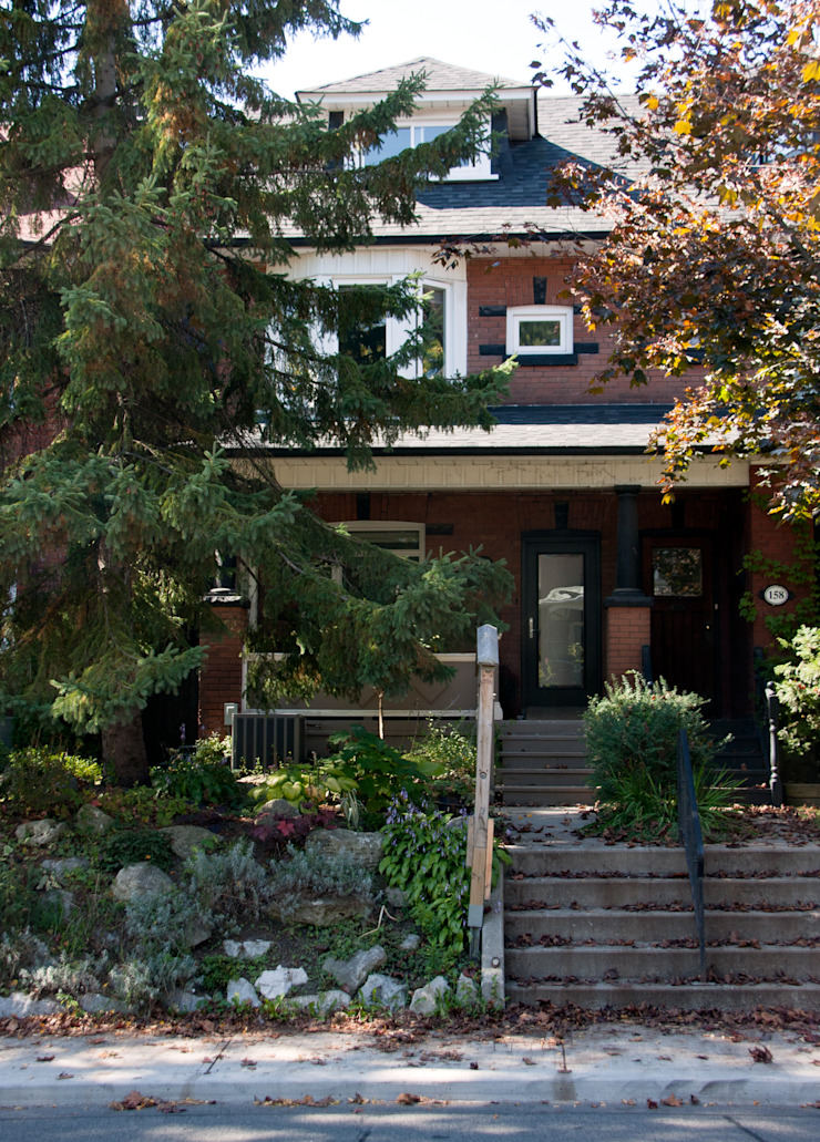 Roncesvalles Accessible House Modern houses by Solares Architecture Modern