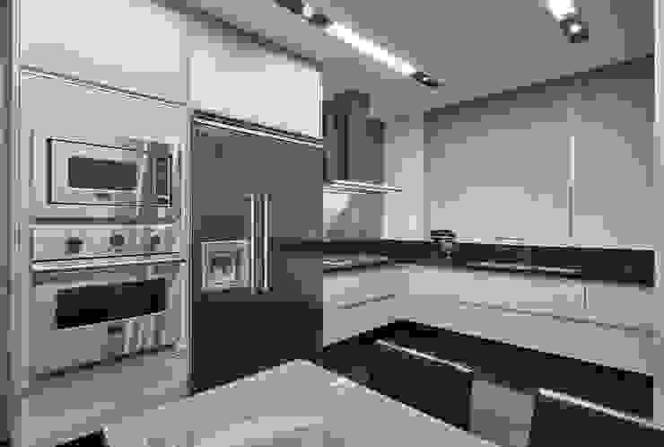 مطبخ تنفيذ Alessandra Contigli Arquitetura e Interiores, حداثي