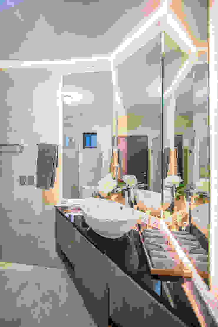 SAN AGUSTIN CAMPESTRE Modern Bathroom by ESTUDIO TANGUMA Modern Wood Wood effect