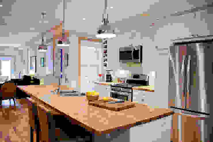 Brock Street Renovation Modern kitchen by Solares Architecture Modern