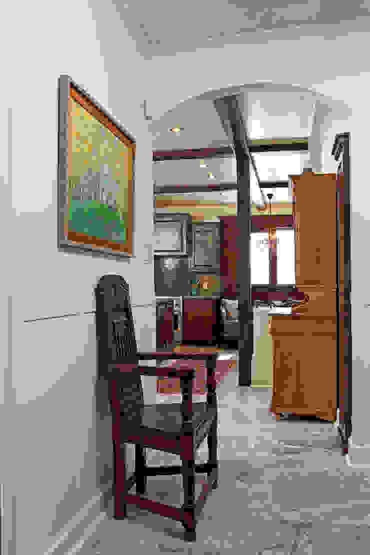 Pasillos, vestíbulos y escaleras de estilo ecléctico de Unit 7 Architecture Ecléctico