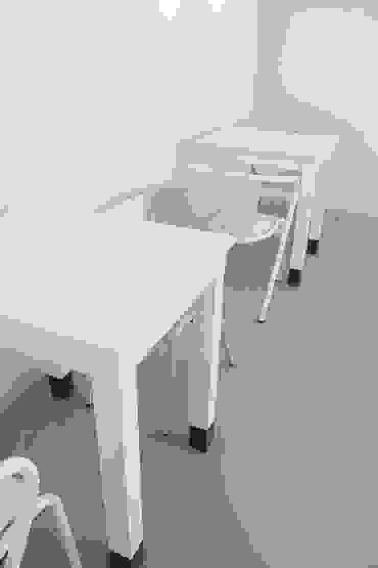 Study in Lisbon Lounge Lojas e Espaços comerciais modernos por ORCHIDS LOFT by Alexandra Pedro Moderno Granito