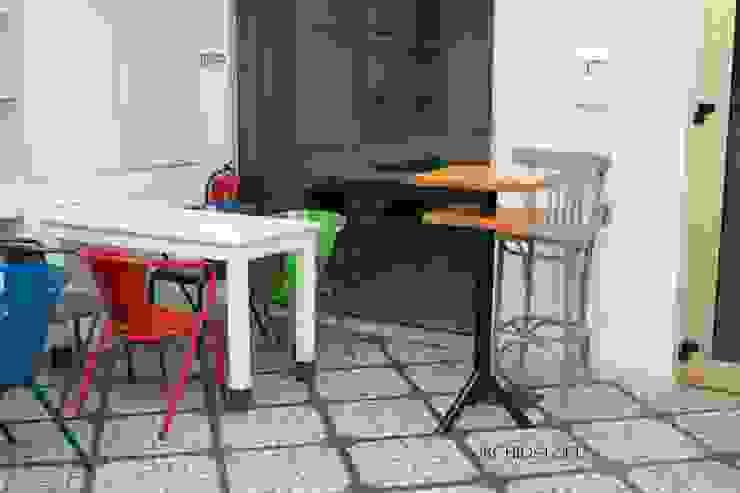 Study in Lisbon Lounge Lojas e Espaços comerciais modernos por ORCHIDS LOFT by Alexandra Pedro Moderno Madeira Acabamento em madeira