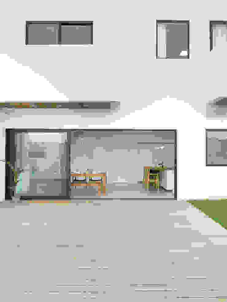 Sensearchitects Limited Maisons minimalistes Bois Effet bois