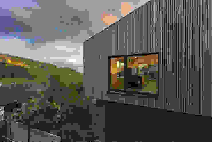 Casas de estilo  por ÜberRaum Architects, Moderno
