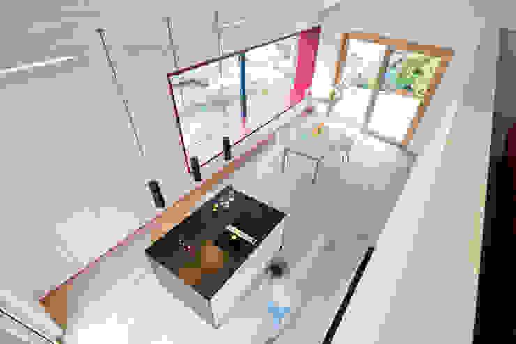 Cloud Cuckoo House ÜberRaum Architects Modern Kitchen