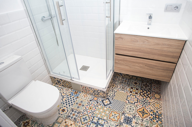 Bathroom by Grupo Inventia, Mediterranean Tiles