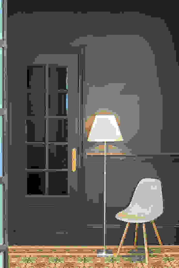 Un Haussmannien décoré Couloir, entrée, escaliers classiques par Dominique Marcon Classique
