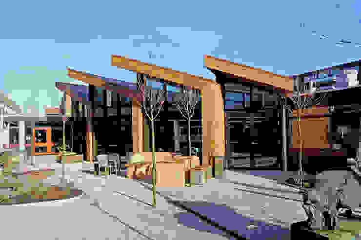 Schuine lijnen doorkruisen originele structuur Moderne scholen van OX architecten Modern Bamboe Groen