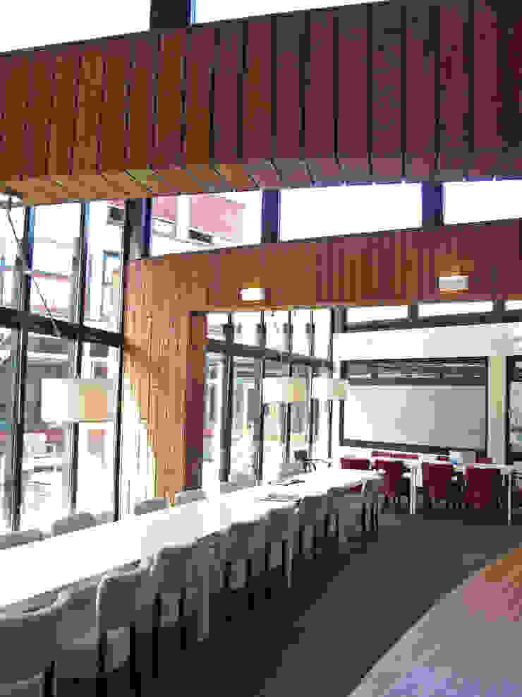 Bamboe in interieur doorgezet Moderne scholen van OX architecten Modern Bamboe Groen