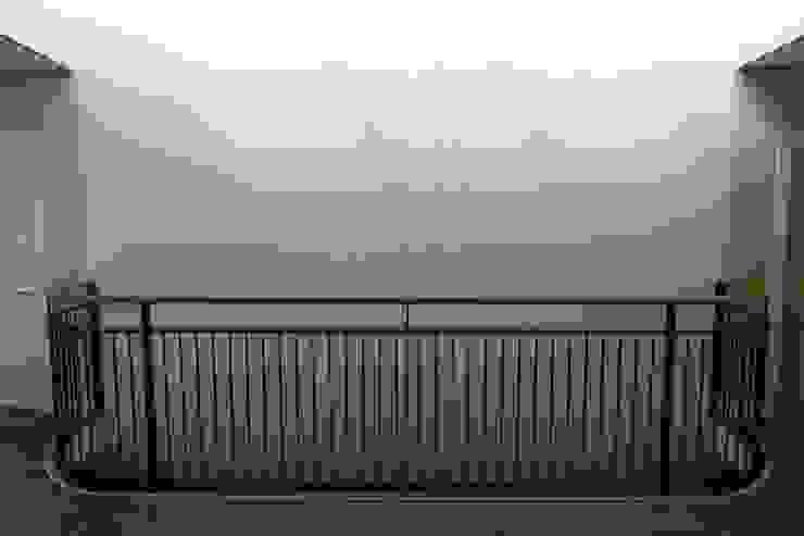 Daglicht en kunstlicht Klassieke gezondheidscentra van OX architecten Klassiek