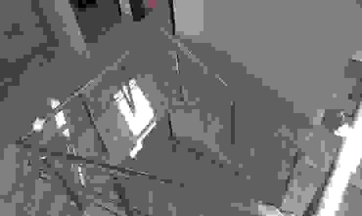 فيلا مودرن تطل علي بحيرة مريوط الممر الحديث، المدخل و الدرج من TRK Architecture حداثي