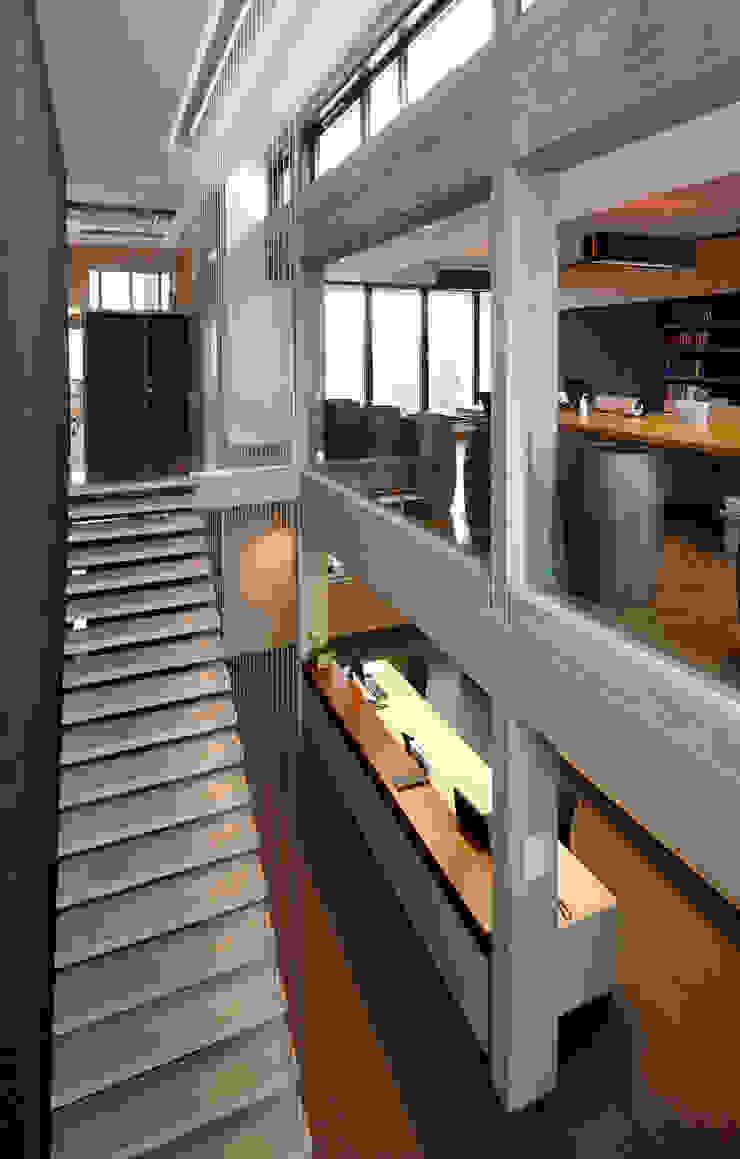 Laagenergie-kantoorgebouw te Wellen uitgerust met innovatieve klimatisering Moderne kantoor- & winkelruimten van architectenbureau Vantilt Houben bvba Modern Beton