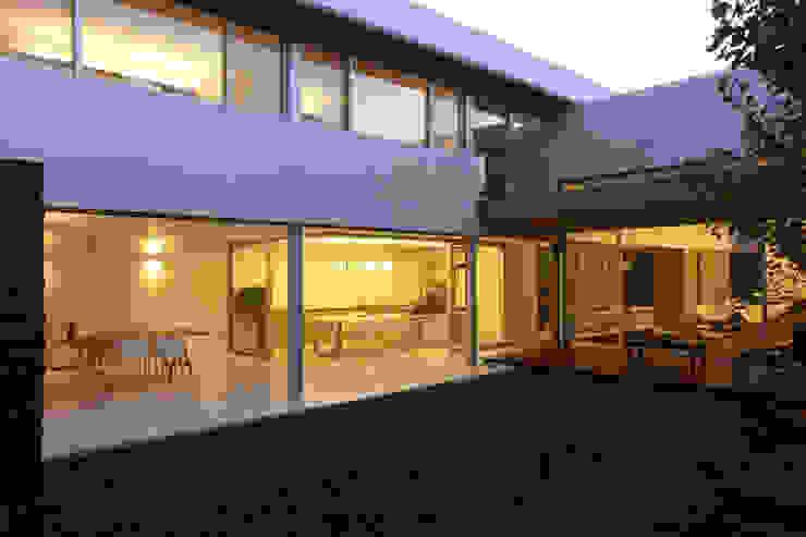 F 2400 Casas modernas de costa & valenzuela Moderno