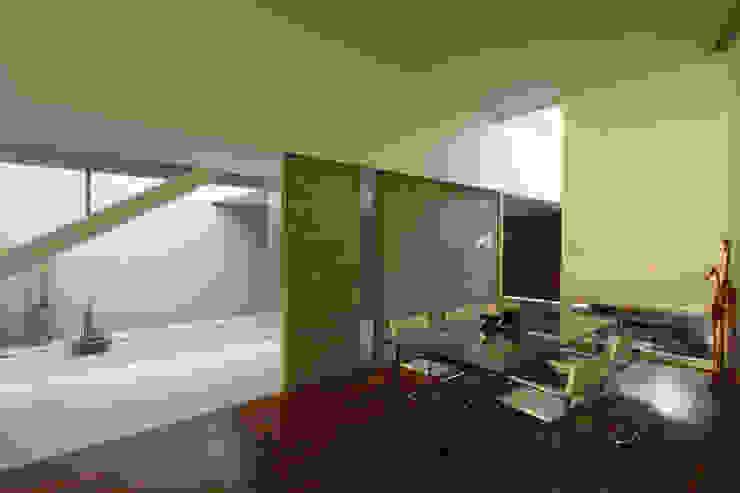 F 2400 Salas de estilo minimalista de costa & valenzuela Minimalista