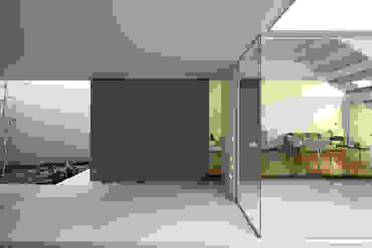 F 2400 Jardines de invierno de estilo minimalista de costa & valenzuela Minimalista