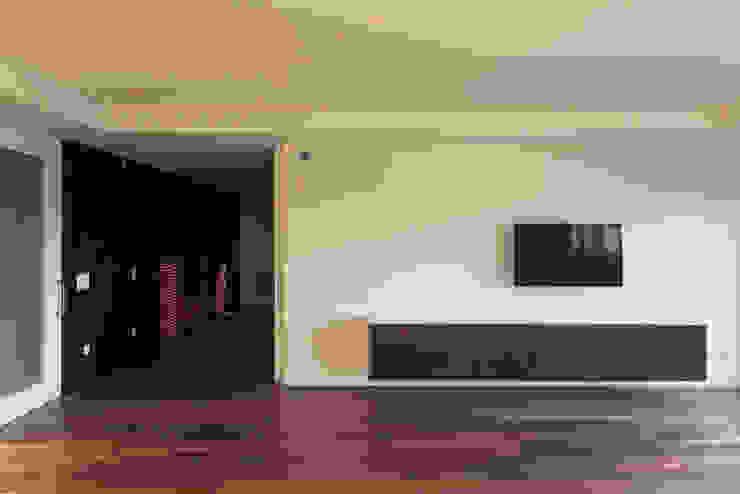 1307hfv Salas de estar modernas por Jj Soares arquiteto Moderno