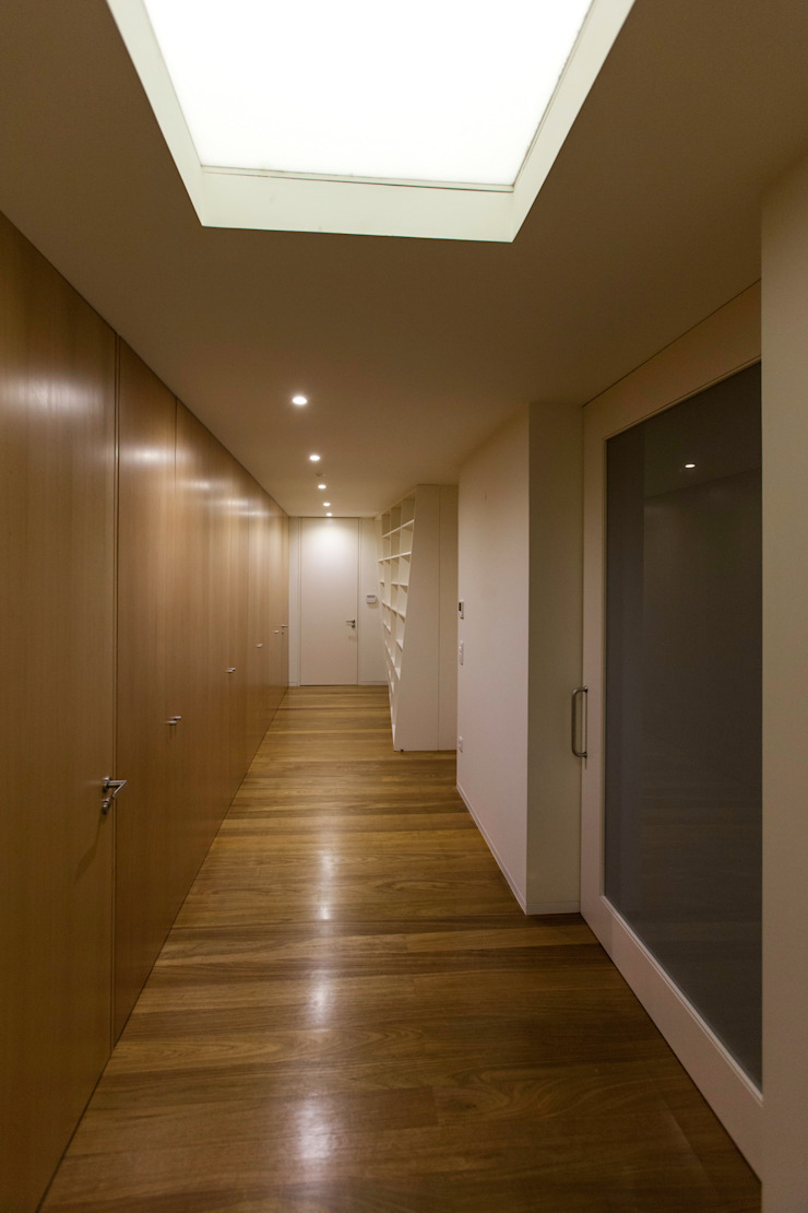1307hfv Corredores, halls e escadas modernos por Jj Soares arquiteto Moderno