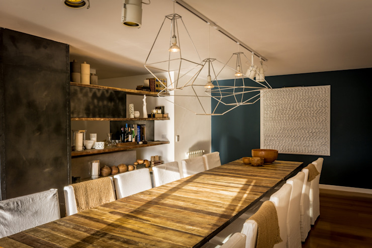 Rustic style dining room by Interiores B.AP Rustic Wood Wood effect