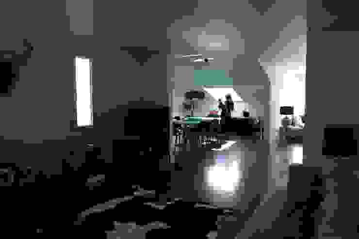Apartment refurbishment – Campo Pequeno , Lisbon Salas de estar modernas por QFProjectbuilding, Unipessoal Lda Moderno