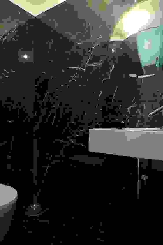 Apartment refurbishment – Campo Pequeno , Lisbon Casas de banho modernas por QFProjectbuilding, Unipessoal Lda Moderno