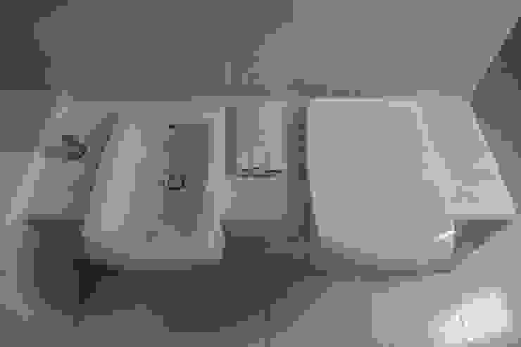 Baños modernos de QFProjectbuilding, Unipessoal Lda Moderno
