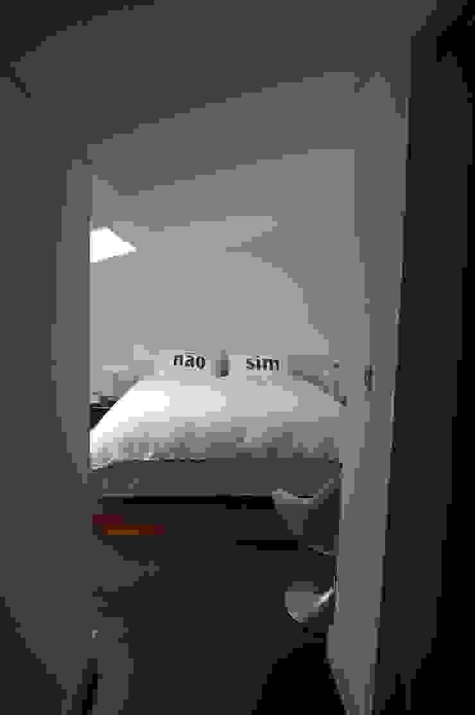 Apartment refurbishment – Campo Pequeno , Lisbon Quartos modernos por QFProjectbuilding, Unipessoal Lda Moderno