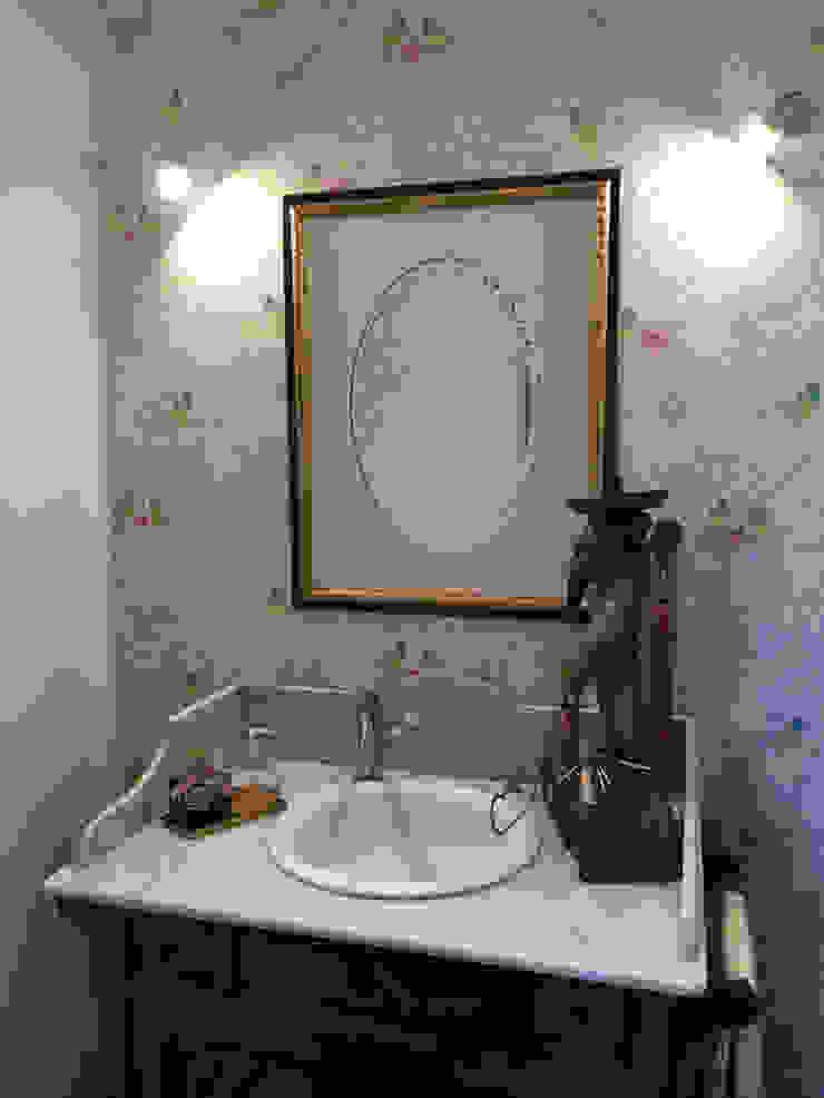 Casa em Benavente Casas de banho rústicas por QFProjectbuilding, Unipessoal Lda Rústico