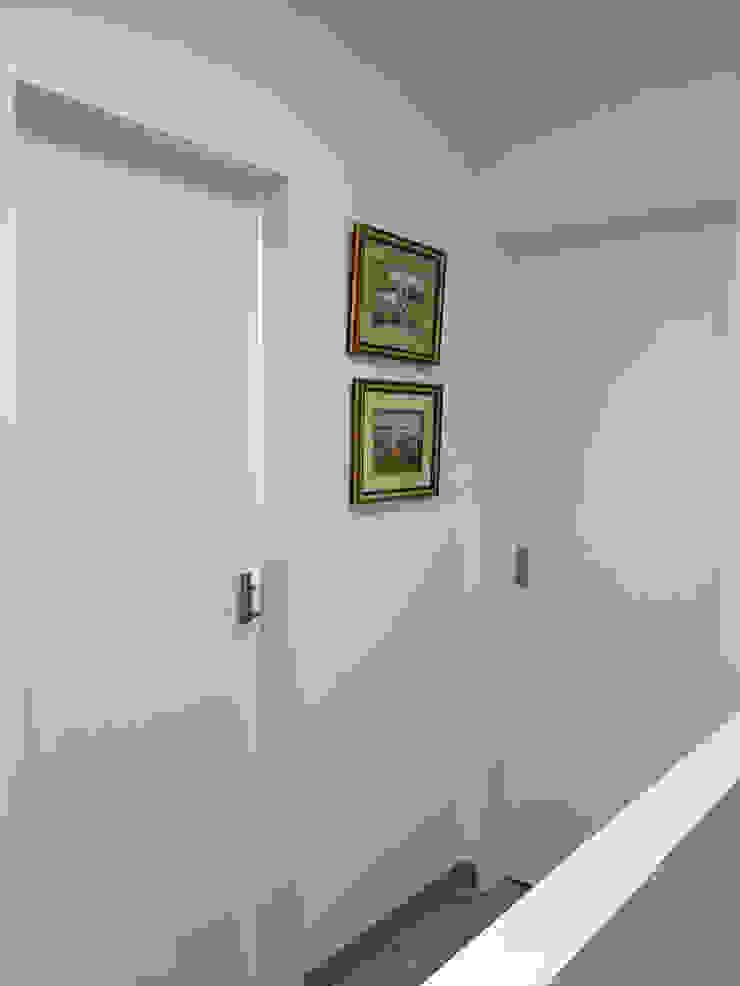 Casa em Benavente Corredores, halls e escadas rústicos por QFProjectbuilding, Unipessoal Lda Rústico