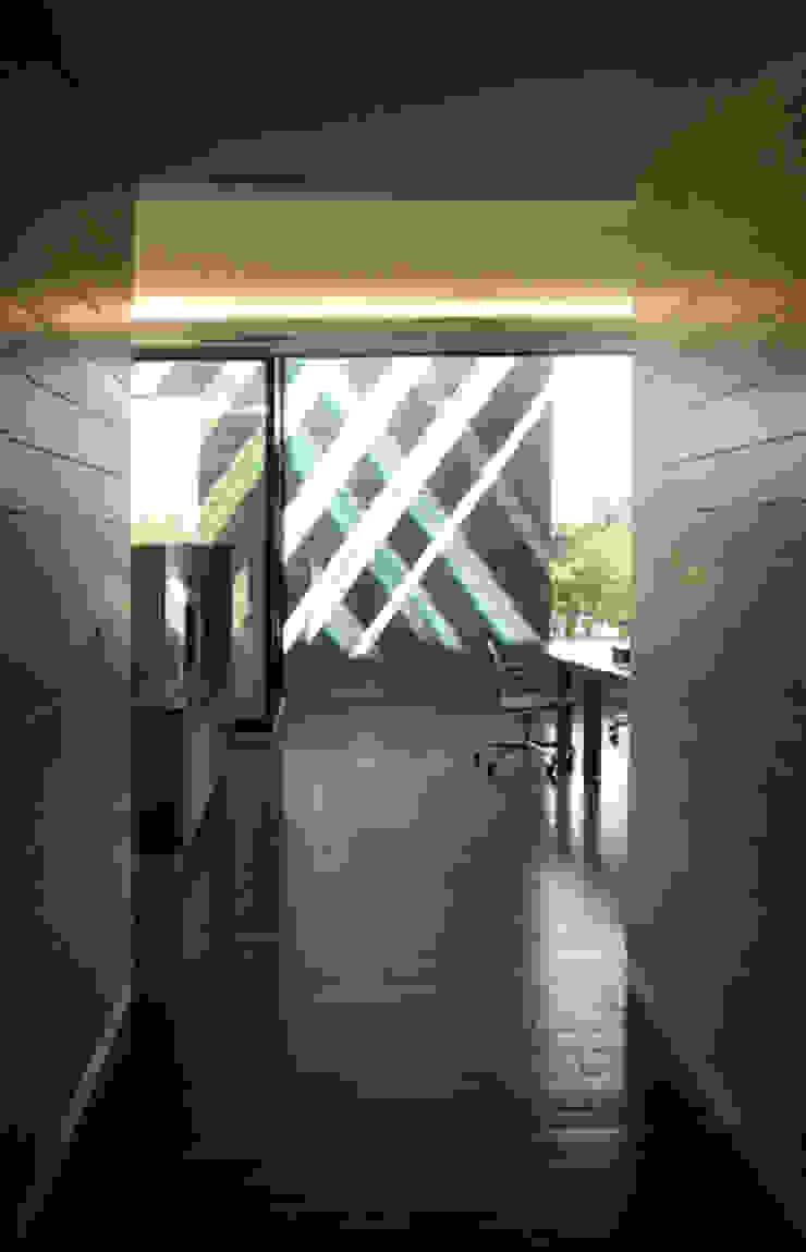 ISQUISA - MAC Arquitectos Consultores Pasillos, vestíbulos y escaleras modernos de MAC Arquitectos Consultores Moderno
