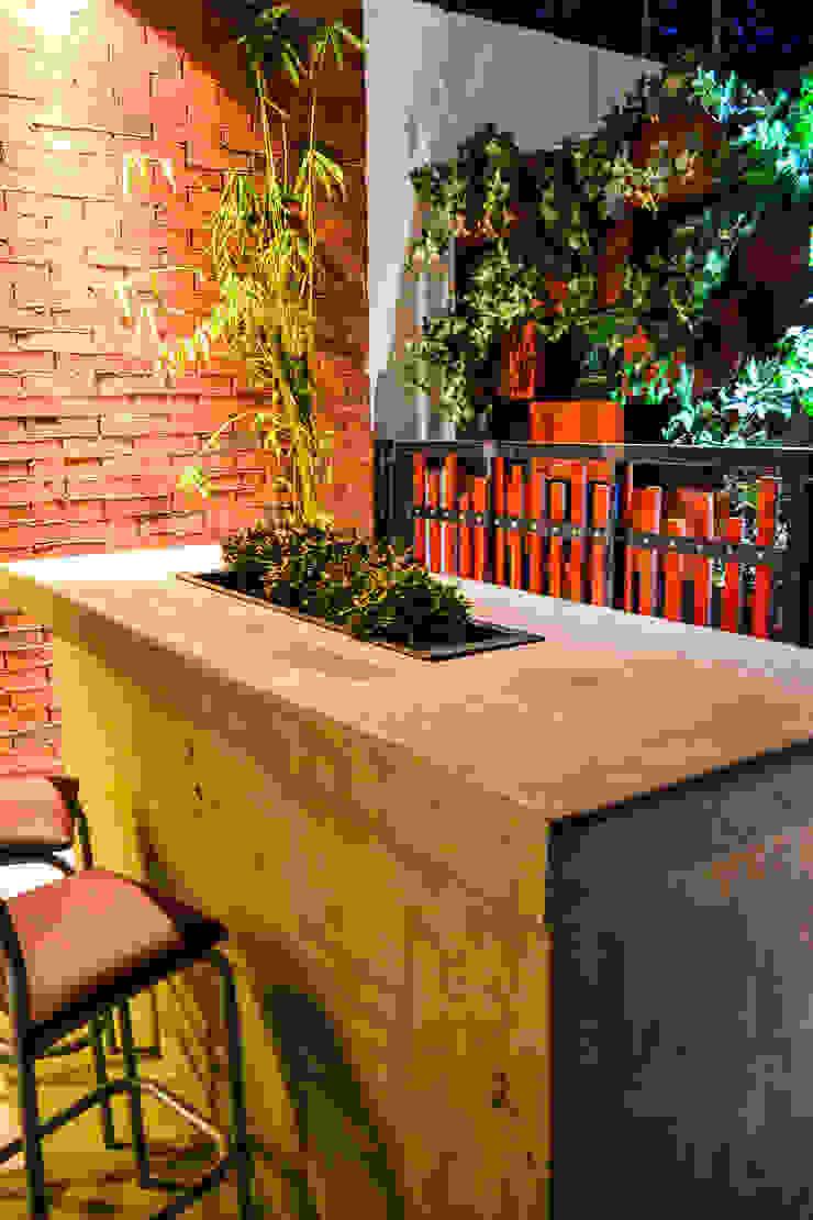 Chronos Garden Balcones y terrazas rústicos de Habitá Estudio Creavtivo Rústico