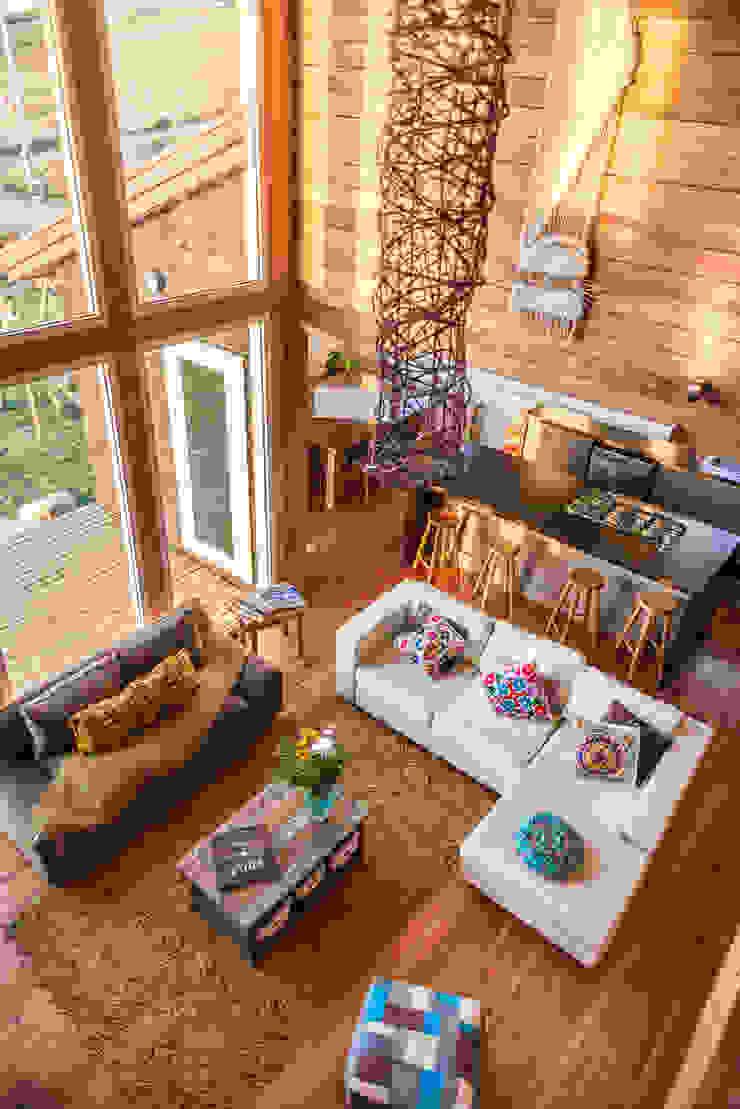Ventanales doble altura de Almazan Arquitectura y Construcción Moderno Madera Acabado en madera