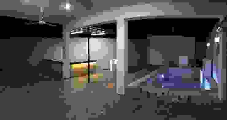 Vista nocturna Piscinas de estilo minimalista de Constructora Asvial - Desarrollador Inmobiliario Minimalista Piedra