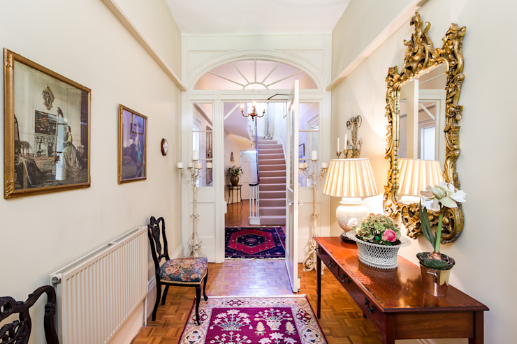 Classic Style Entrance Hall Classic corridor, hallway & stairs by homify Classic