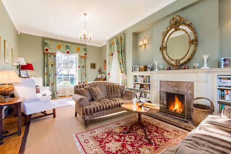 Cosy Classic Family Room by homify Classic