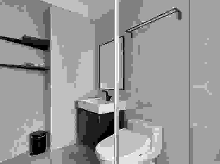 Modern bathroom by 寬度 空間設計整合 Modern