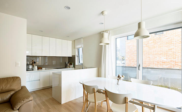 Ruang Keluarga Modern Oleh 건축공방 'ArchiWorkshop' Modern