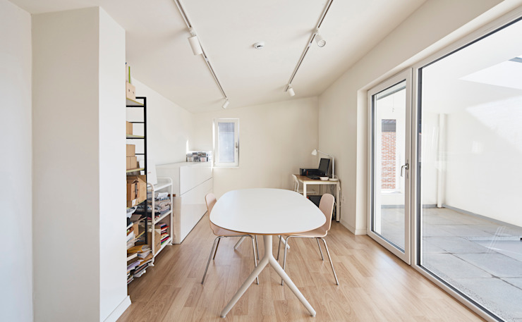 Ruang Media Modern Oleh 건축공방 'ArchiWorkshop' Modern