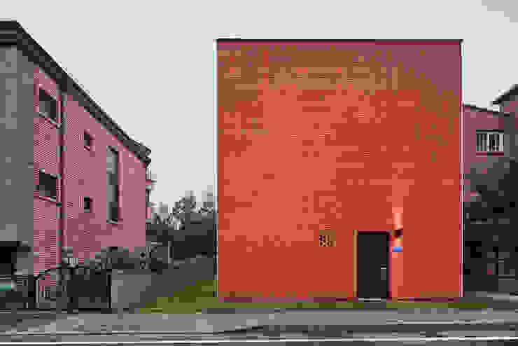 Modern home by 건축공방 'ArchiWorkshop' Modern