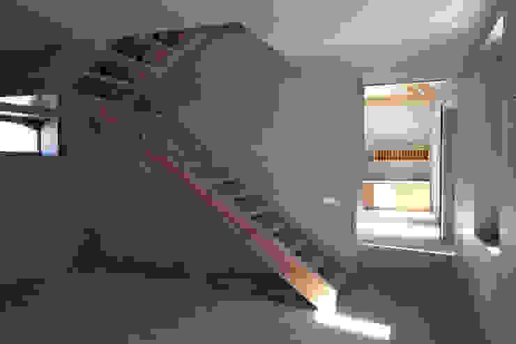 1010hrm Corredores, halls e escadas clássicos por Jj Soares arquiteto Clássico