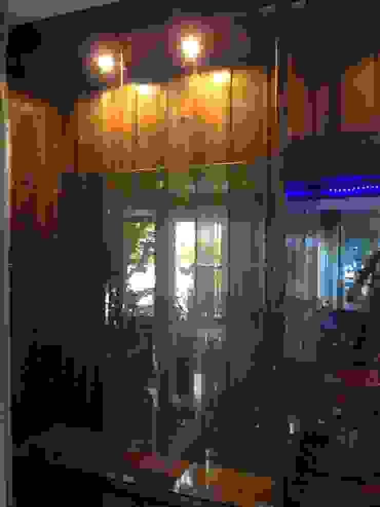 ตู้โชว์ไม้จำปา โดย แสง เอส เค เฟอร์นิช