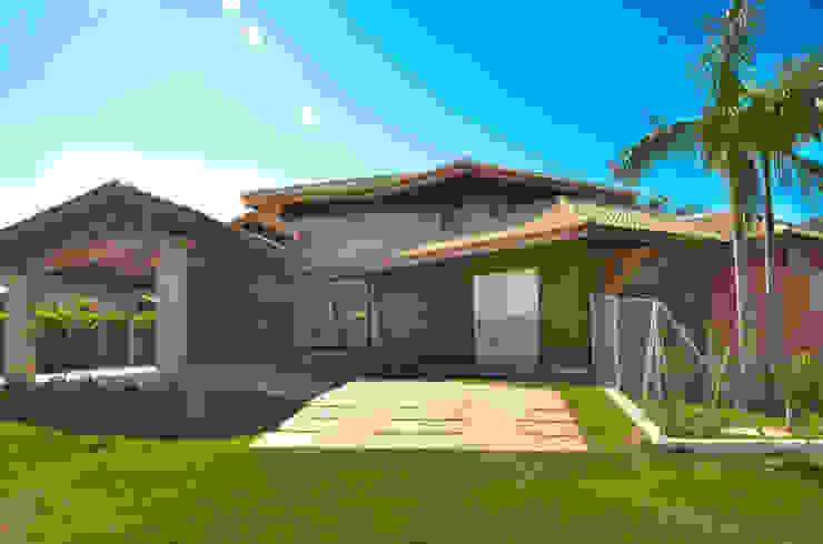 Fachada rancho Paula Ferro Arquitetura Casas rústicas